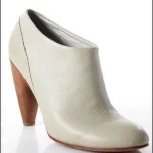 A Detacher ankle boot