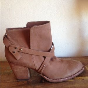 GREAT COND SAM EDELMAN BROWN ANKLE BOOT SZ 9