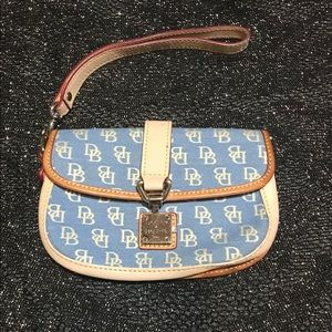 Dooney&Bourke Signature Light Blue, Biege Wristlet