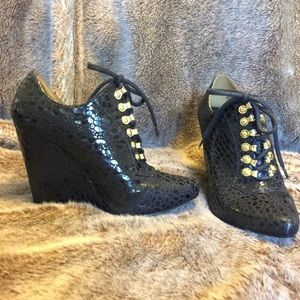 Christian Siriano Black Lace up wedge heel 7.5