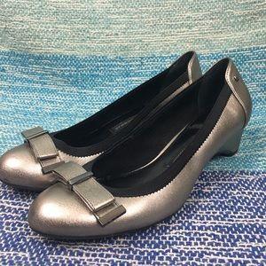 Dana Buchman Silver Metallic Bow Pumps Heels Shoe