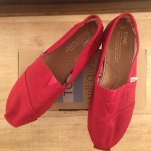 Red Canvas TOMS