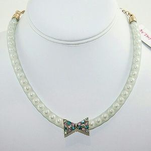 NWT! Betsey Johnson Pearl and Rhinestone Choker