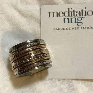 Jewelry - Unique multi-layered ring