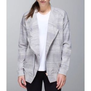 lululemon athletica Jackets & Coats - Lululemon Mula Bundle Wrap-Silver Spoon, Size 10