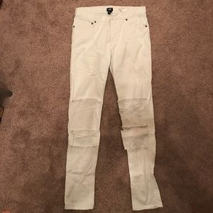 White pants with rips h&m