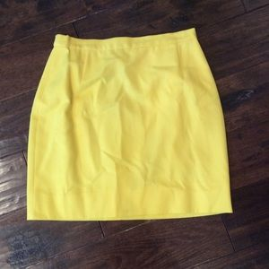 Escada yellow skirt great condition.