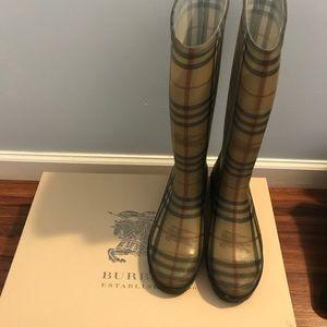 Burberry rainboots