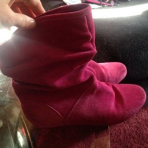 Super cute Steve Madden pink boots