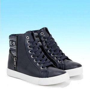 Sejal lace up sneakers w/winter motif