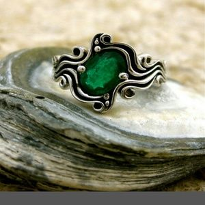 Silver with green emerald ring