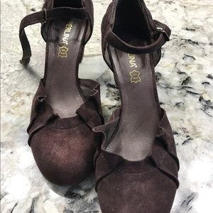 Perlina Suede Brown Shoes 👠 size 8.5.Like new 👡