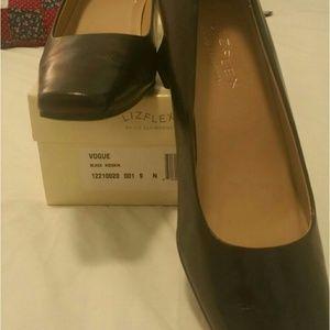 Liz Claiborne 9 N black heels
