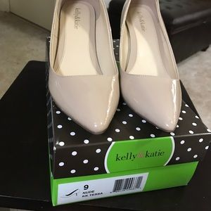 Kelly & Katie nude heels size 9!