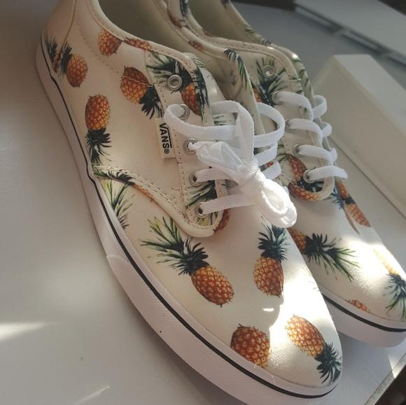 61db36dab82 Pineapple print Vans Off the Wall shoes. M 59ca6a79680278de7d0bbed0