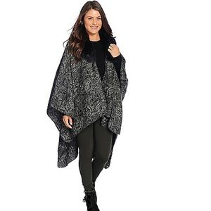 Kate & Mallory paisley wrap, fur collar. One size