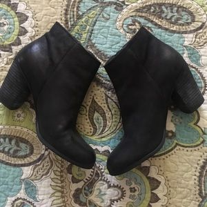 Perfect black fall booties! 🍂🍁🌾