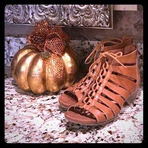 Tan adorable sandals