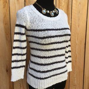 🆕 H&M | Textured Black & White Sweater