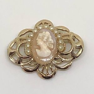 🆕Vintage Gold & Genuine Carved Cameo Pin
