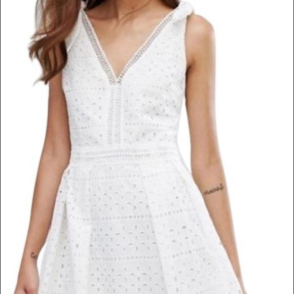 b3ec3ec86b88 Oasis Premium Broderie Midi Dress. M_59ca9b653c6f9f937e0cce61