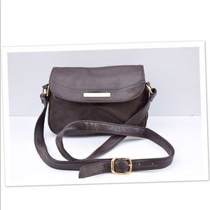 Beautiful Etienne Aigner leather cross body bag