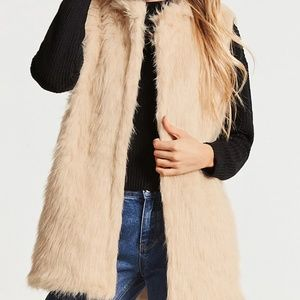 NWT Forever 21 faux fur vest Small