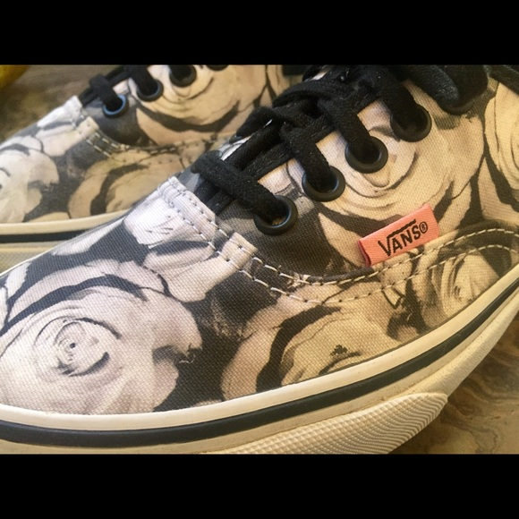 730ac617b0 Vans Authentic Digital Rose lace ups. M 59caae34bf6df523f30ce07f