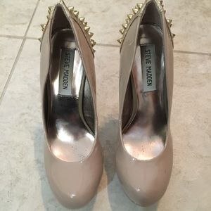 Steve Madden cream heels with gold spikes