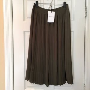 Who What Wear - Paris Green Pleated Skirt - S