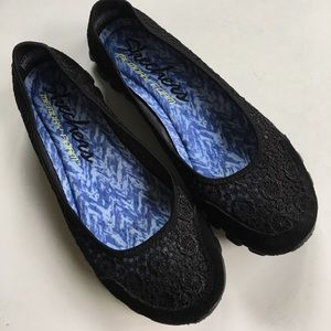 NWOT Skechers shoes