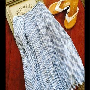 BB Dakota Poppy Field Pleated Skirt