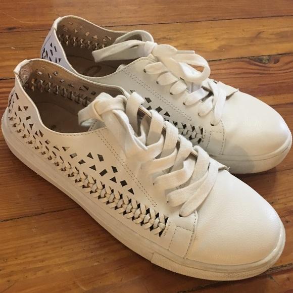 b7776dc140284 Sam Edelman White cut out tennis shoes. M 59cacb782fd0b7b1040d5ede
