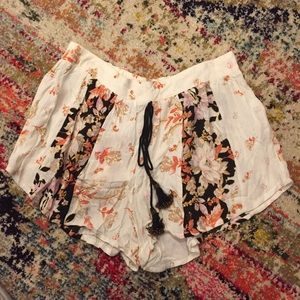 Band of Gypsies Ivory Floral Shorts With Tassel