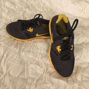 Nike Livestrong women's Size 6