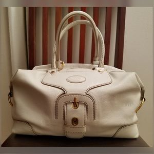 Tod's model Carey ivory pebbled leather purse