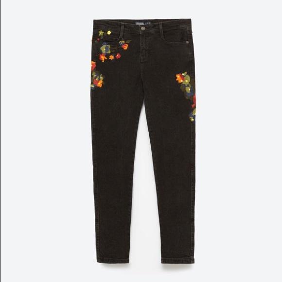 9fd449c2 Zara Demin Mid-Rise Black Embroidered Skinny Jeans