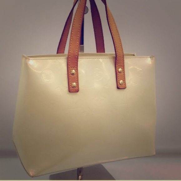 4fe22cd26f Louis Vuitton Handbags - SALE✨LV Reade PM creamy vernis