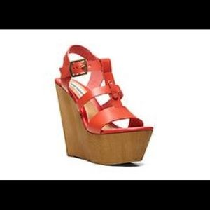 Steve Madden coral leather wedge Sz 6