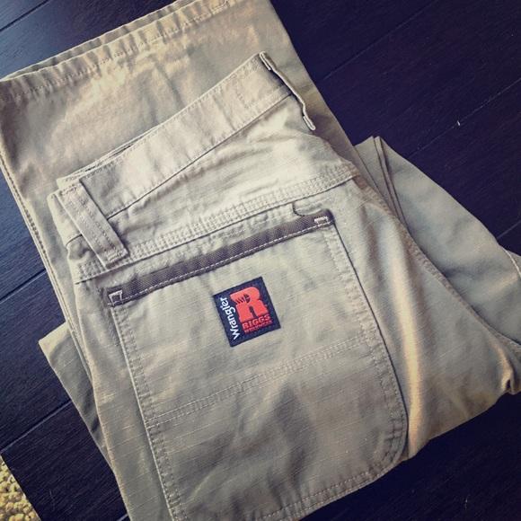 ba763865 Wrangler Riggs relaxed fit carpenter pants. M_59cba2eb2599fe8dbd0ff412
