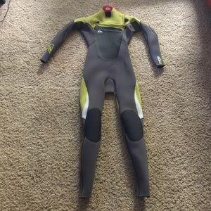 Boys size 12 Quicksilver 3/2 wetsuit