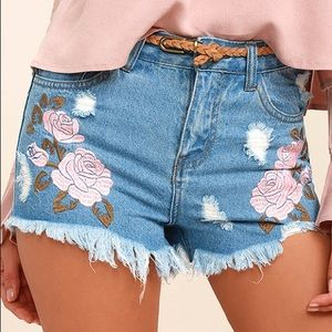 Cut off embroidered shorts
