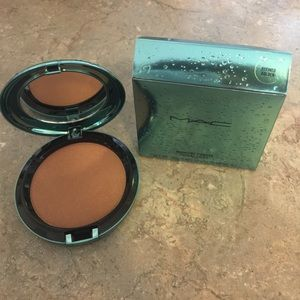 MAC LE 'Refined Golden' Bronzer--Alluring Aquatic