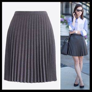 SOLD 💜 j. crew // accordion pleated gray skirt