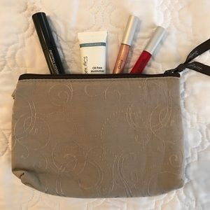 Thirty-One Bags - NWOT Thirty-One Mini Zipper Pouch