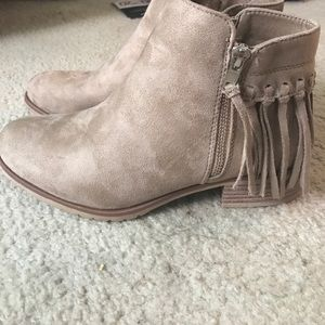 Suede booties with fringe