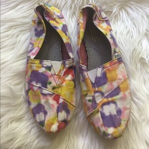 pretty watercolor toms size 10