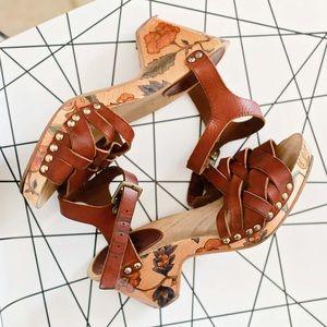 Isabel Marant floral wooden sandals!