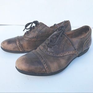 BORN brown distress oxfords flats 39 8 leather