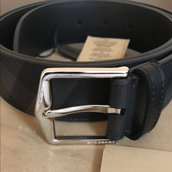 90317a73cd6 ️Burberry Leather Trim London Check Belt.🔥